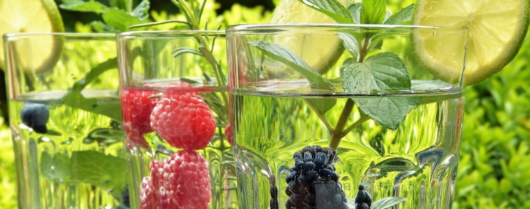 Früchte im Wasserglas.jpg