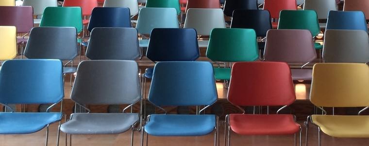 chairs-1734148_1920.jpg